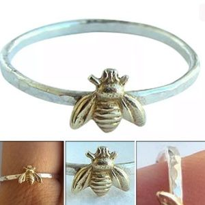 Jewelry - NWT • dainty bumble bee ring